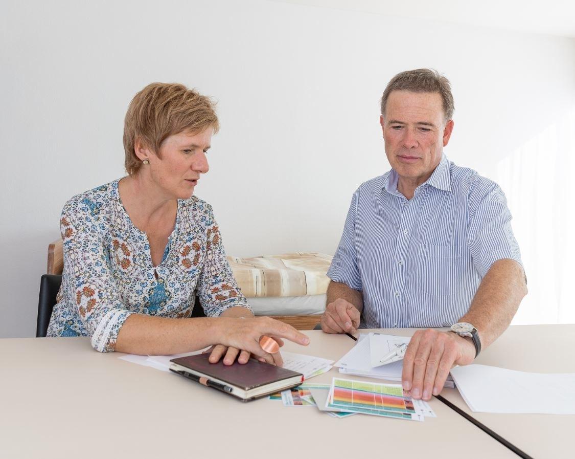 Luzia Jäggi, Ausbildungsverantwortliche, und Eduard Haeni, Direktor Burgerspittel