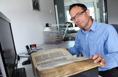 Florian Mittenhuber, wissenschaftlicher Mitarbeiter Burgerbibliothek Burgergemeinde Bern