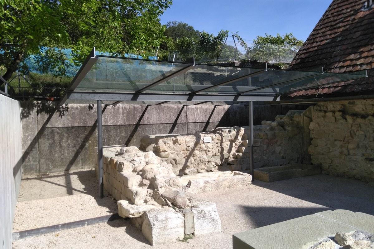 Ein Dach als Schutz vor Verwitterung. Vergrösserte Ansicht