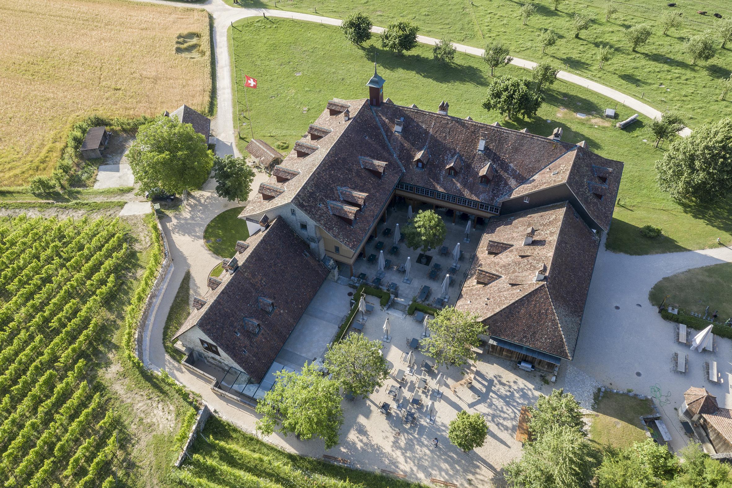 Rund um den Konventstrakt des ehemaligen Klosters wurde die archäologische Zone neu gestaltet (Foto Philippe Joner, archäolog.Dienst des Kantons Bern)