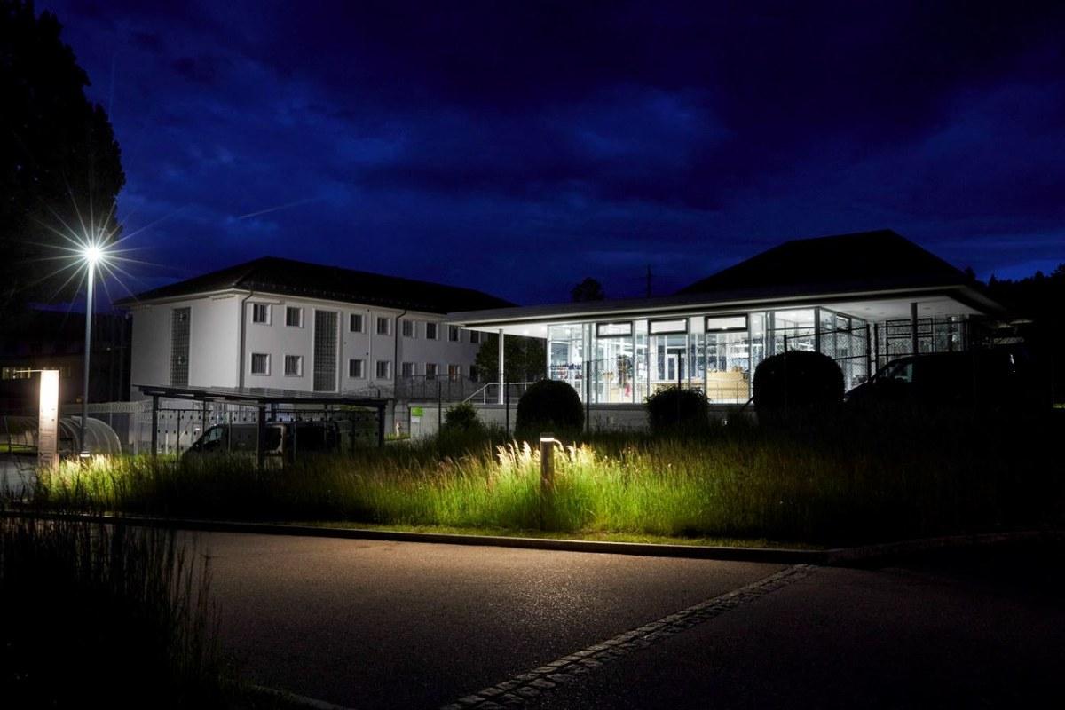 Die Anstalt bei Nacht (© Yoshiko Kusano). Vergrösserte Ansicht