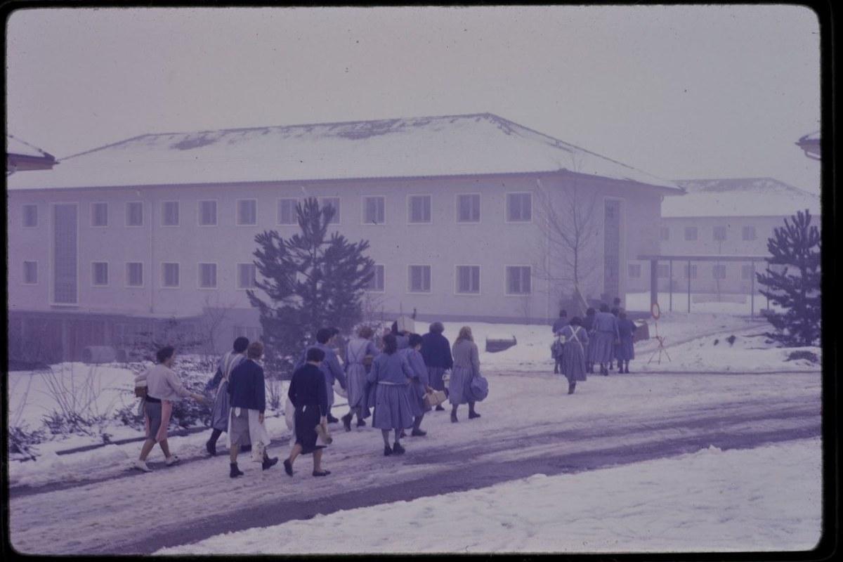 Umzug der Insassinnen in neue Gebäude anno 1960. Vergrösserte Ansicht