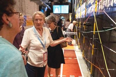 Freiwillige in der Ausstellung forever young (Quelle Berner Generationenhaus)