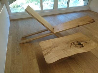 Holzliege zum Entspannen