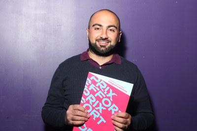 Farhad Hadji gewinnt mit der Integrationsbrücke Bern den Hauptpreis.